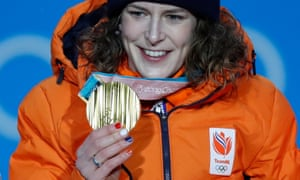 Ireen Wüst of the Netherlands receiving her gold medal in Pyeongchang.