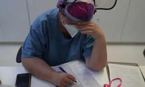 Nurse Eva Fiori reacts as she updates medical records of patients suffering from the coronavirus disease at the Intensive Care Unit of Emilio Ribas Institute in Sao Paulo, Brazil, 17 June 2020.