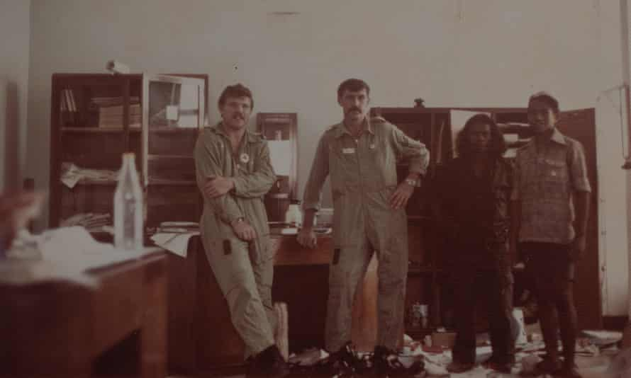Keirman French and William Crouch in 1975, with two unidentified Timorese.