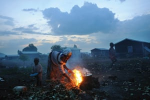 A Congolese woman cooking at Kibati camp in Goma, in eastern Congo, November 2008