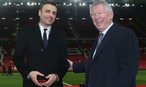 Sir Alex Ferguson speaks to Dimitar Berbatov before Manchester United's game with Tottenham Hotspur in December 2019.