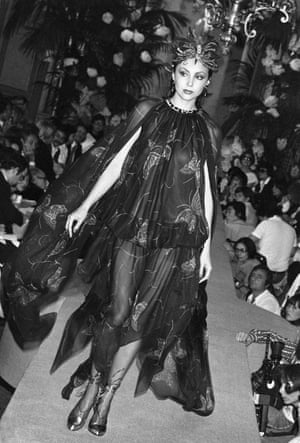Marie Helvin in 1977 at an Yves Saint Laurent show.