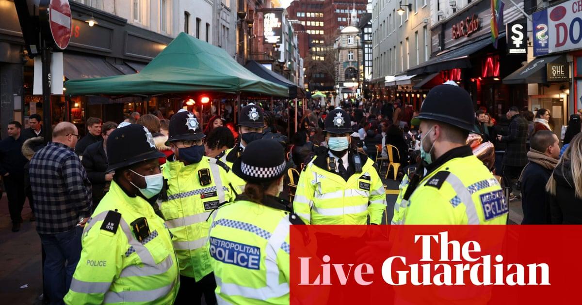 英国Covid直播: 部长们通过将锁定指导与法律混为一谈,造成了混乱, 警察看门狗说