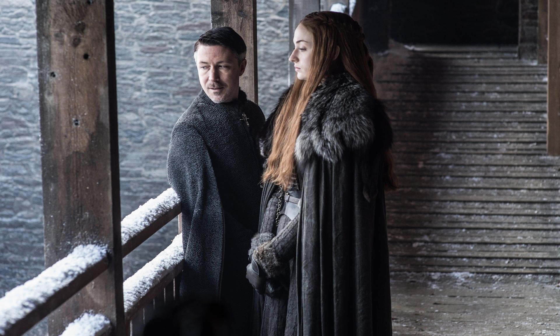 Baelish vuole ricchezza e potere e vuole anche sedere sul Trono di Spade con Sansa al suo fianco. Ce la fará a convincerla?