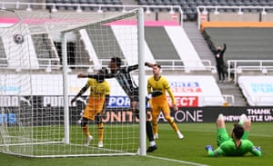 Joe Willock with the equaliser!