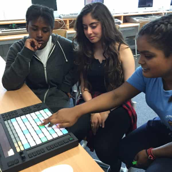 Students use Ableton at Alec Reed Academy
