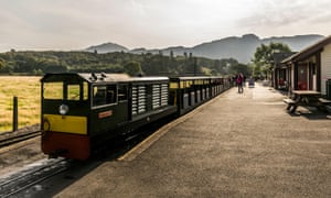 Diesel engine and carriages at Dalegarth Station on the Ravenglass and Eskdale Railway
