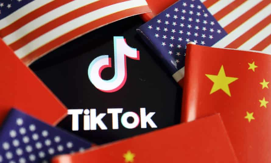 Illustration picture of Tiktok with U.S. and Chinese flagsChina and U.S. flags are seen near a TikTok logo in this illustration picture taken July 16, 2020. REUTERS/Florence Lo/Illustration