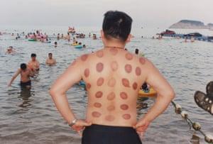 Alex Huanfa Cheng, Weihai beach , 2018; Courtesy of the artist