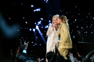 Dolly Parton and Miley Cyrus perform together