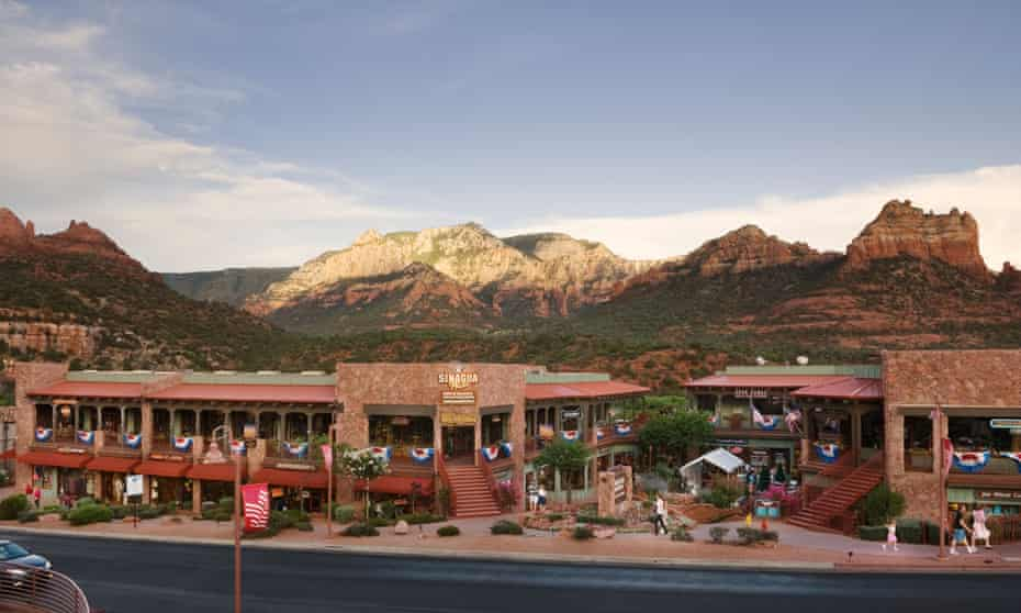 Wideangle view of mountains and shops in the town of Sedona, Arizona, US.