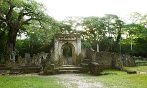 the ruins of the grand palace at gedi in kenya