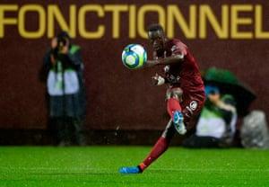 Ibrahima Niane in action for Metz against Monaco.