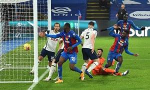 Jeffrey Schlupp scores an equaliser for Crystal Palace.
