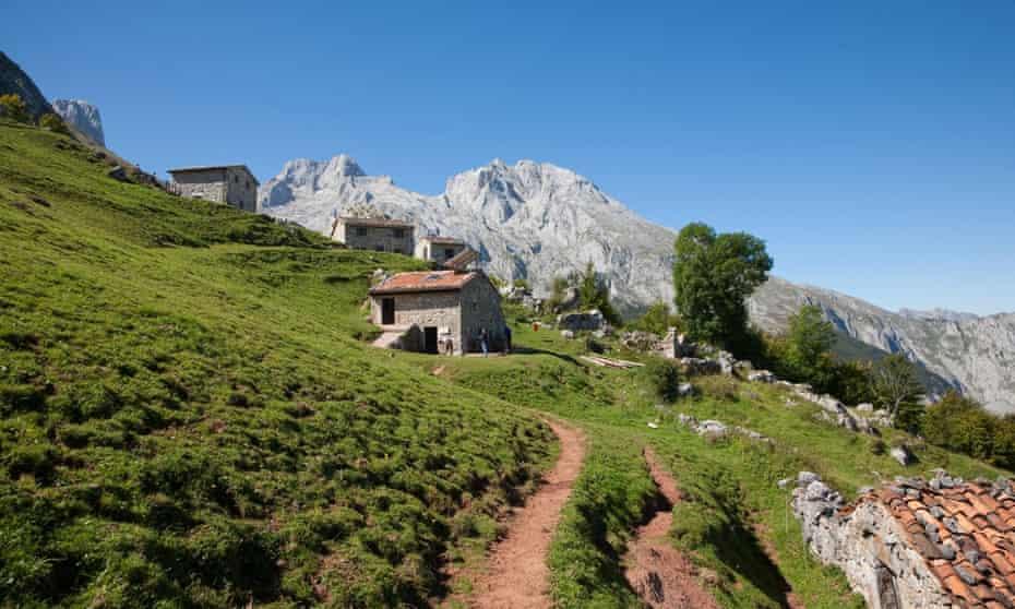 Refugio de la Terenosa, Vega de las Cuerres - Picos de Europa National Park, Cantabrian Mountains, Asturias, Spain