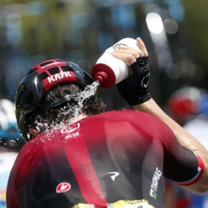 Geraint Thomas pours water on to his neck as he refreshes himself during the 17th stage.