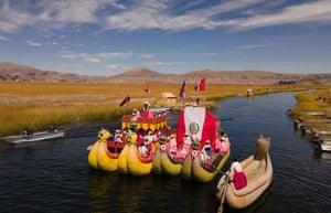 Peru: artisians of the Qota Tika association celebrate Peru's bicentennial of Independence Day, near Lake Titicaca