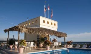 Dive bar … the pool and drinks area at Posada Freeman, Mazatlán., Sinaloa, Mexico