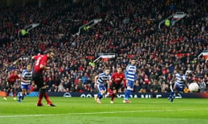 Juan Mata fires his penalty home to give Manchester United the lead.