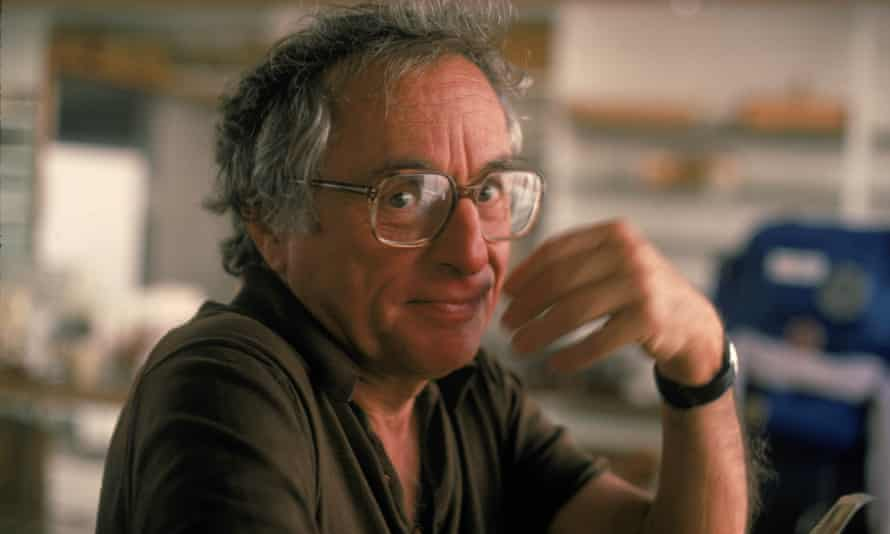 Walter Bernstein, a screenwriter who was blacklisted by Hollywood because of his views on communism, has died.