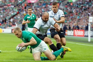 Earls scores his second try, Ireland's third.