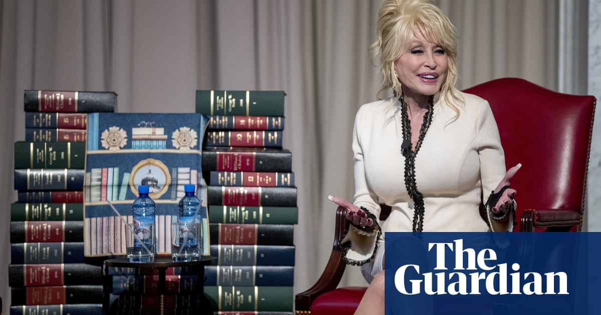 Dolly Parton Gives 100 Millionth Free Book To Children Music The