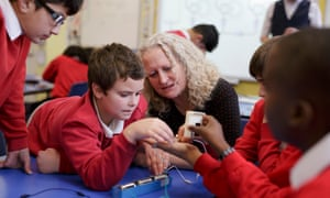 Sue Vernes, head at Rose Hill primary school in Oxfor with pupils in a class building electrical circuits