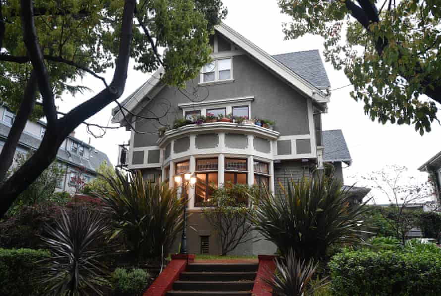 Euclid Manor is a 6,200 sq ft co-living house with eight roommates in Oakland, California.