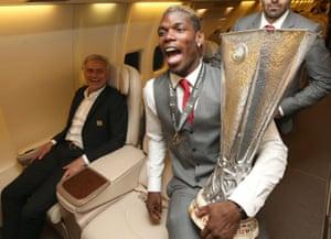 Paul Pogba and José Mourinho celebrate with the Europa League trophy