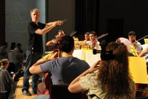 Paul MacAlindin conducts the National Youth Orchestra of Iraq in Erbil in 2011