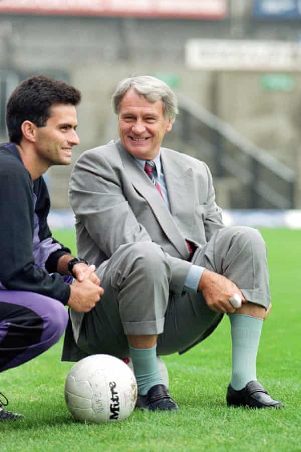 Mourinho with Bobby Robson at Sporting Lisbon in 1992.