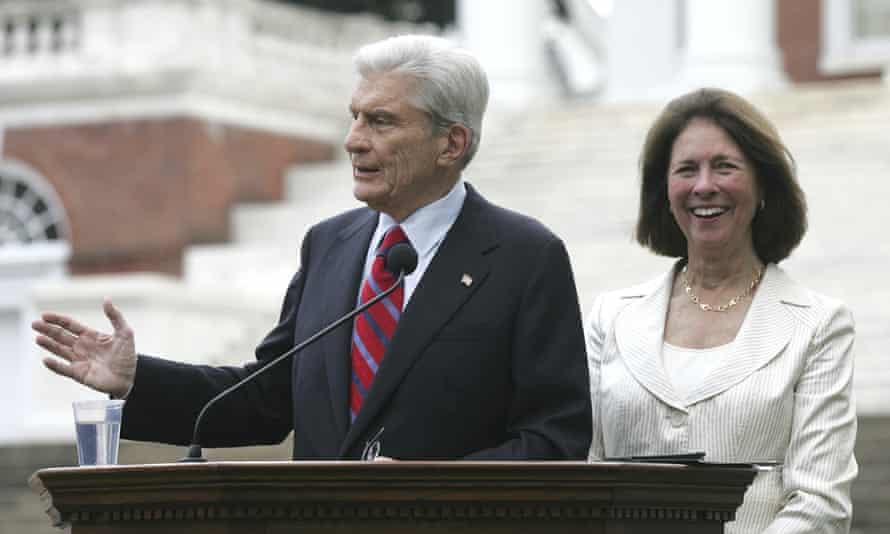 Senator John Warner stands with his wife Jeanne Vander Myde in 2007.