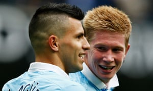 Manchester City's Kevin De Bruyne, right, celebrates scoring his goal with team-mate Sergio Agüero