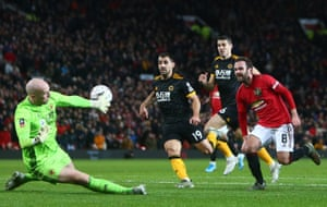 Mata scores the opener fro Manchester United.