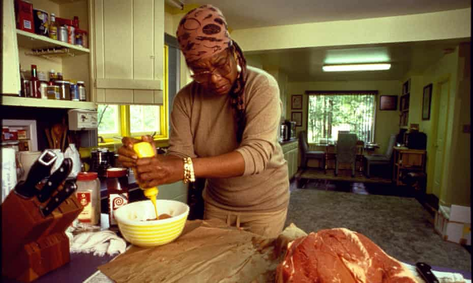 Author Maya Angelou preparing beef marinade at kitNORTH CAROLINA, UNITED STATES - SEPTEMBER 06: Author Maya Angelou preparing beef marinade at kitchen counter for party in honor of writers Toni Morrison & Rita Dove, at home; Winston-Salem. (Photo by Will McIntyre/The LIFE Images Collection via Getty Images/Getty Images)