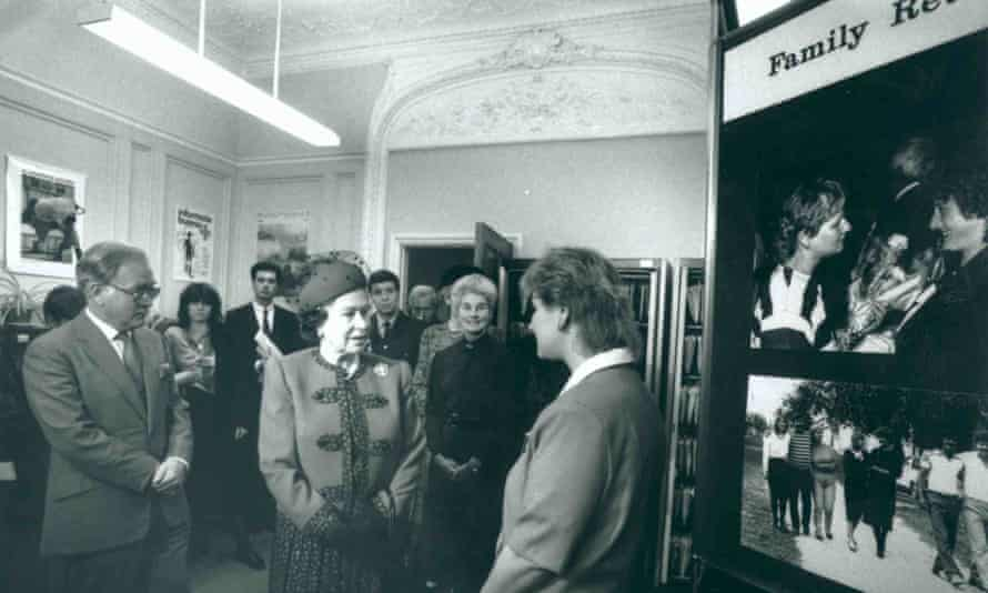 November 1989: Erico Fletcher from the Red Cross's international welfare office tells the Queen how the tracing service helped reunite her with family members in Hungary.