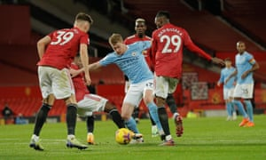 Kevin de Bruyne is crowded out by Fred, Aaron Wan-Bissaka and Scott McTominay.