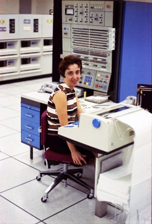 A Bell labs worker sits in front of a mainframe IBM computer