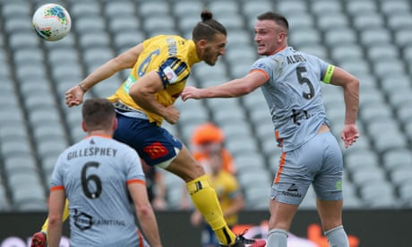 Sportwatch: Roar's A-League run continues, Stars implode and more – as it happened