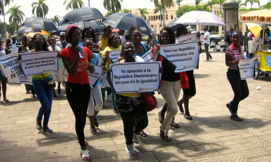 Demonstrators protest in front of the Presidential Palace in Santo Domingo on 26 May 2015 calling for the restoration of their Dominican nationality.