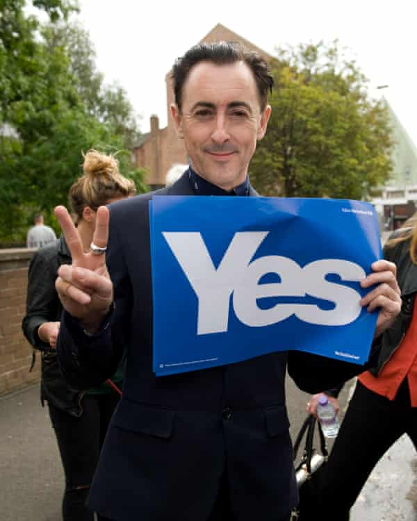 Alan Cumming, a supporter of Scottish independence, on the campaign trail in 2014