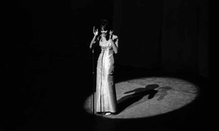 Warwick at the Paris Olympia Hall, 1964.