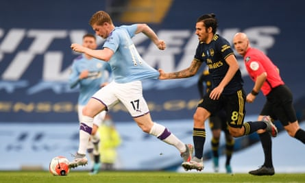 Kevin De Bruyne tries to get away from Arsenal's Dani Ceballos during Manchester City's 3-0 win at the Etihad.