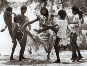 Best plays beach football with local children in Mauritius in 1985