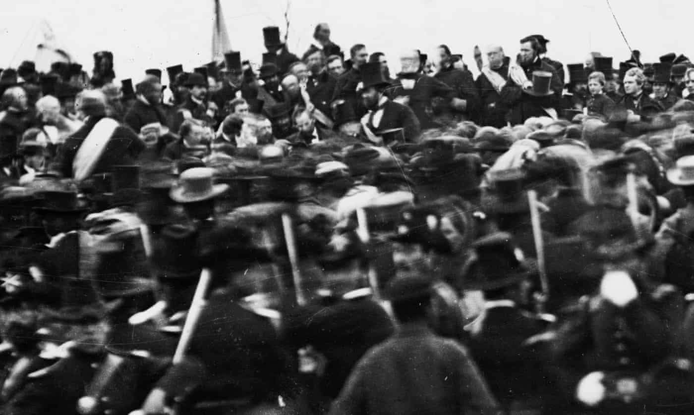 Abraham Lincoln delivers Gettysburg Address