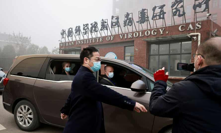 The WHO team arrive by car at the Wuhan Institute of Virology.