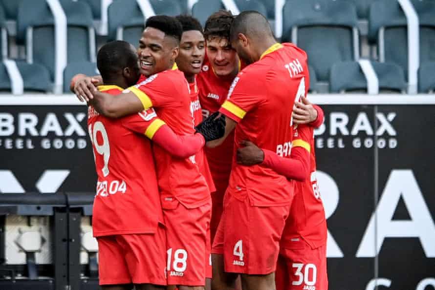 Leverkusen players celebrate against Gladbach
