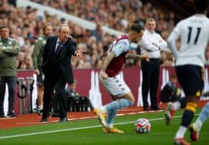 Rafael Benitez urges his players on.