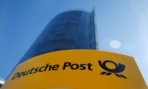 Deutche Post workers will be able to choose either an accumulative 5.1% rise in wages or an additional 102 hours holiday over the next two years.