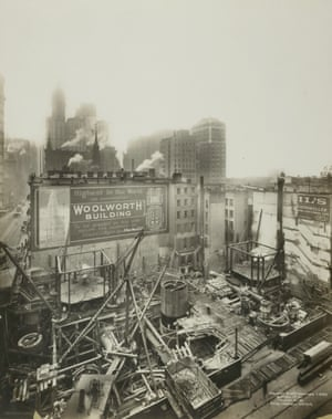 The construction of the Woolworth Building, 233 Broadway, New York City, 1911